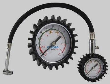 Měřič tlaku pneumatik